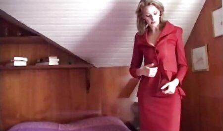 Tipul costume sexy dama mănâncă o fată cu un corp flexibil